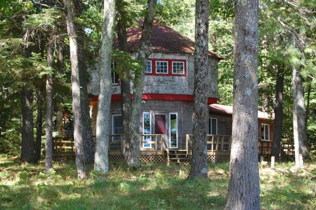 69 Bois Blanc Haus
