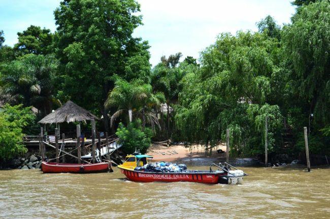 Müllabfuhr im Tigre-Delta