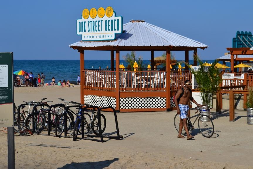 Der Oak Street Beach liegt nur 5 Minuten von der Einkaufsmeile North Michigan Avenuen entfernt