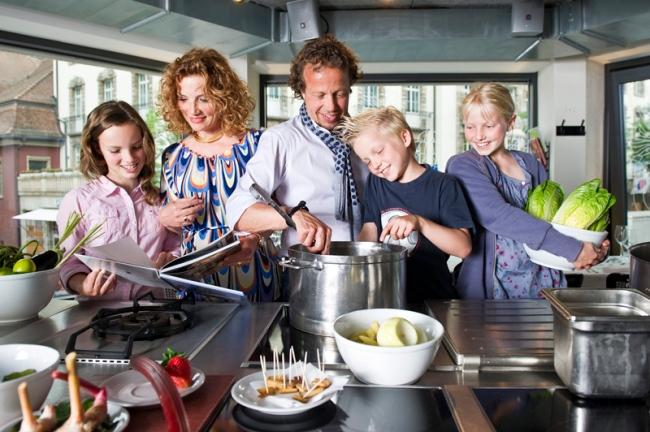 Rolf und Marielle Hiltl mit ihren Kindern.