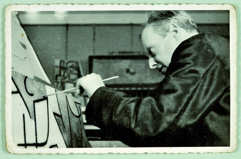 Paul Klee in seinem Atelier, Kistlerweg 6, Bern, 1939