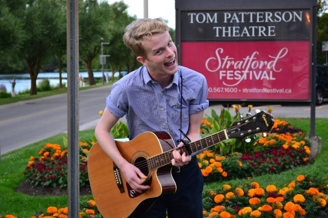 Wie dieser Sänger fing auch Justin Bieber einst als Straßenmusiker in Stratford an.