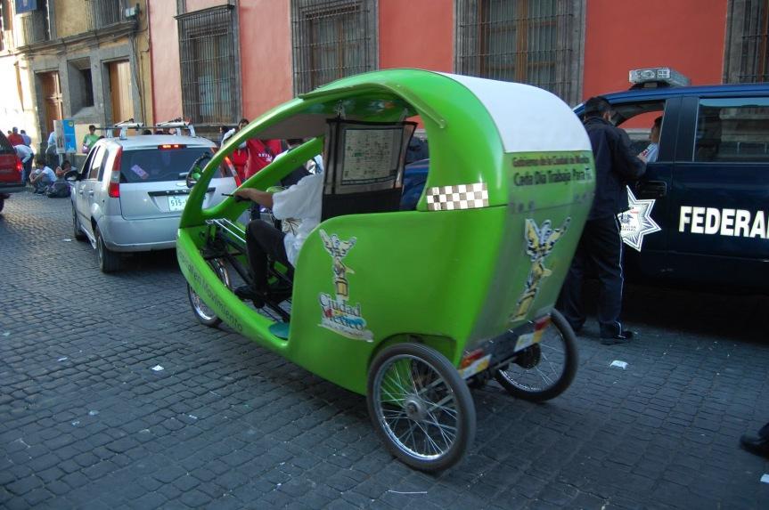 Fahrradtaxis stehen rund um den Zócalo - allerdings nicht mehr spät in der Nacht.