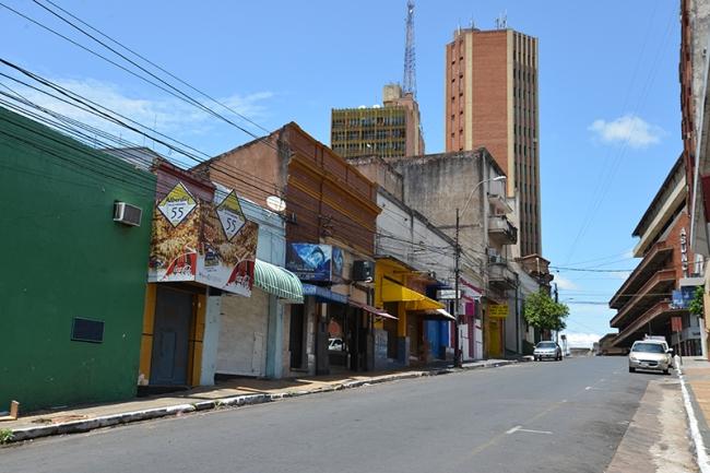 Leergefegte Straße im Zentrum Asuncións.