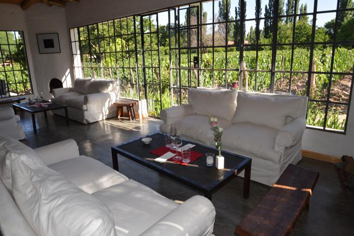 Wine Lounge der Finca Adalgisa. Ab 18 Uhr gibt es hier Tapas und Malbec aus dem hauseigenen Weinberg.