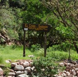 El Cerro es Sagrado - Der Berg ist heilig.