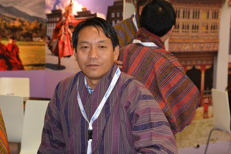 """Bhutan-Stand. """"100 Euros for the photo!"""" scherzte der   Bhutaner."""