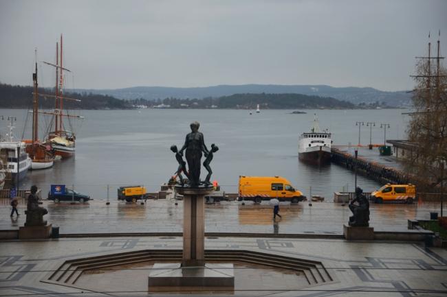 Der Blick über den Hafen ist an diesem regnerischen Tag eher trist.
