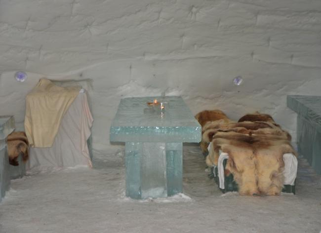 Eisbar im Schneehotel.