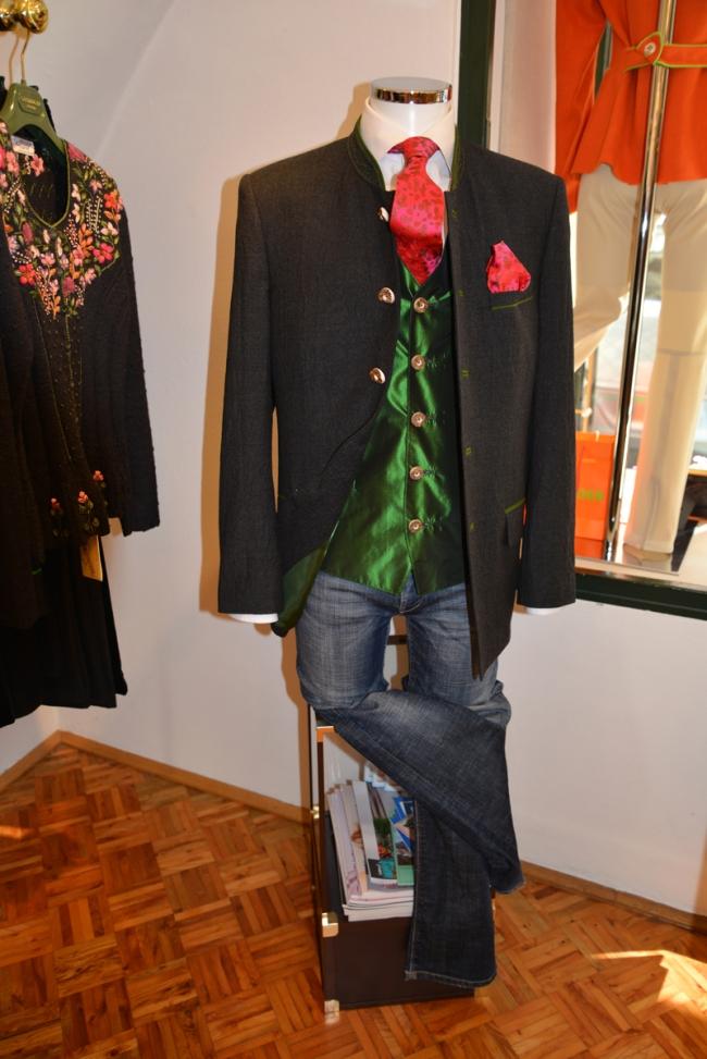 Moderne Tracht mit Jeans kombiniert von Gaisberger.
