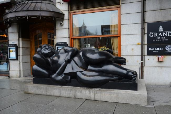 Skulptur vor dem Grand Café.
