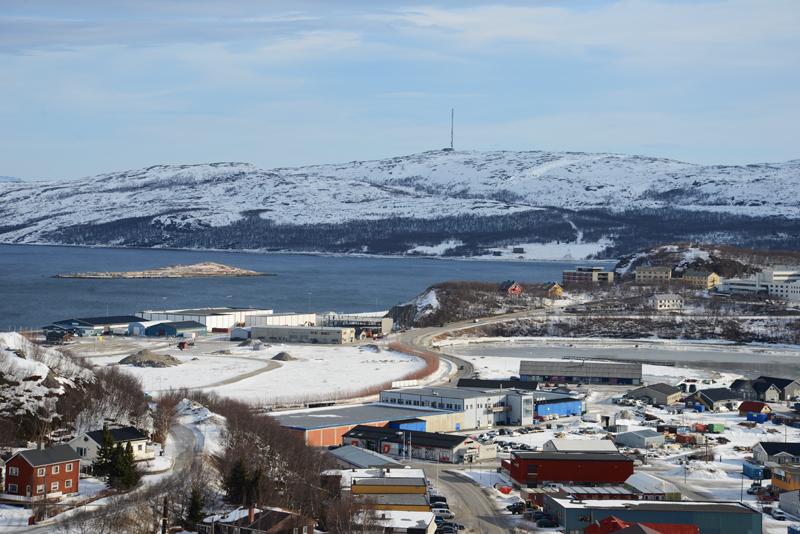 Blick auf Kirkenes und den Fjord.
