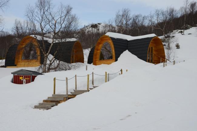 Warme Blockhütte mit Panoramafenster statt Eishotel.