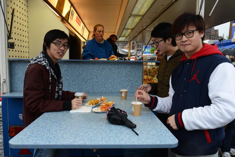 """""""We just love it here!"""" sagen die drei chinesischen Studenten."""