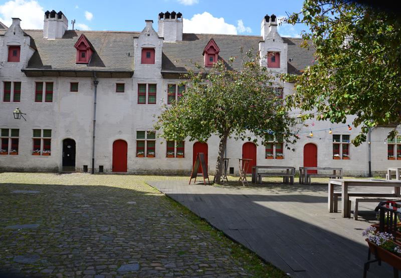 Innenhof im Haus von Alijn.