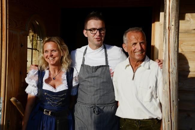 Markus Holzer mit seinen Eltern.