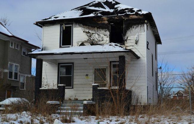 Ruine in Detroit. Nachdem das Haus zwangsgeräumt wurde, steckten es die Bewohner in Brandt.