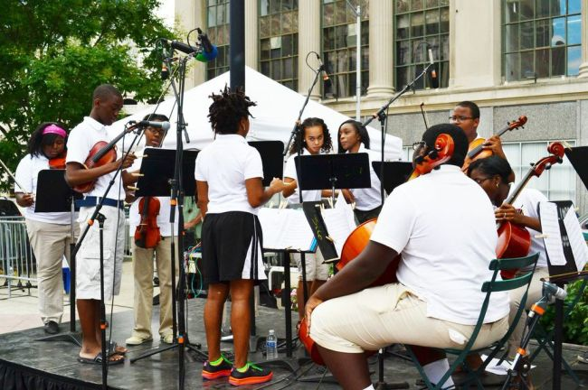 Schülerorchester auf dem Campus Martius.
