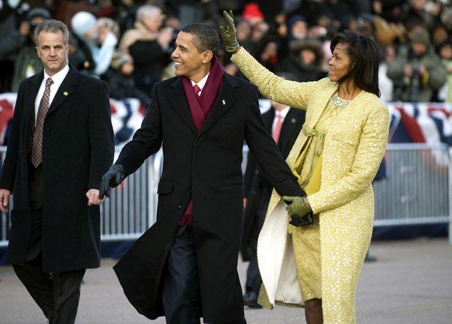 Michelle Obama trägt St. Galler Stickerei.