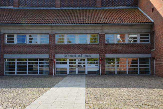 Teil des Rathauses in Tønder, wo die Trauungen stattfinden.