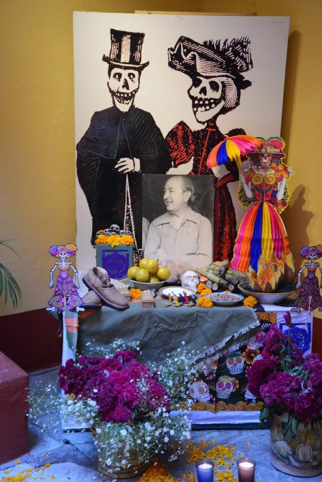 Gabentisch für eine Verstorbene im Museo del Pueblo.