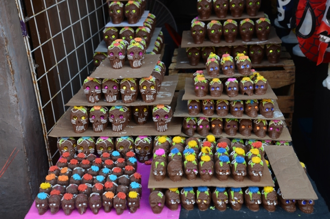 Totenköpfe aus Schokolade.