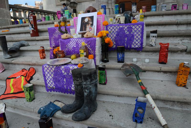Die Stufen zur Universität von Guanajuato werden am Dia de muertos den verstorbenen Bergarbeitern gewidmet.