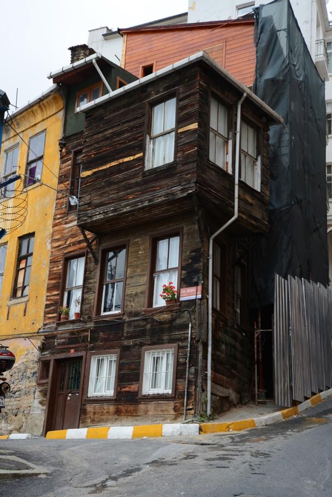 Vor noch gar nicht so langer Zeit war Istanbul eine hölzerne Stadt. Eines der letzten Holzhäuser.