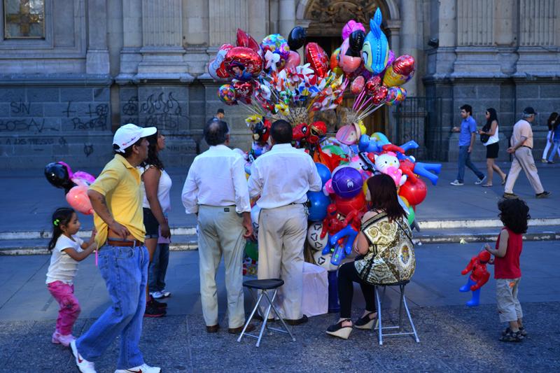 Buntes Treiben auf der Plaza de Armas.