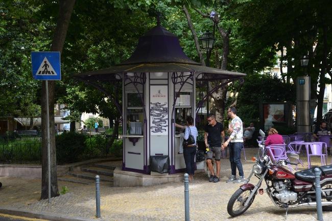 Einer der typischen Lissabonner Kioske.