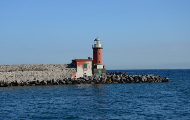 Roter Leuchtturm von Ischia