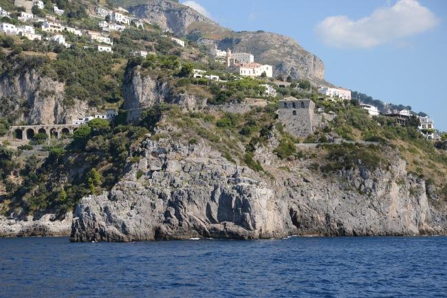 Diesen Turm bei Positano hat Carlo Ponte einst Sophia Loren zum Hochzeitstag geschenkt.