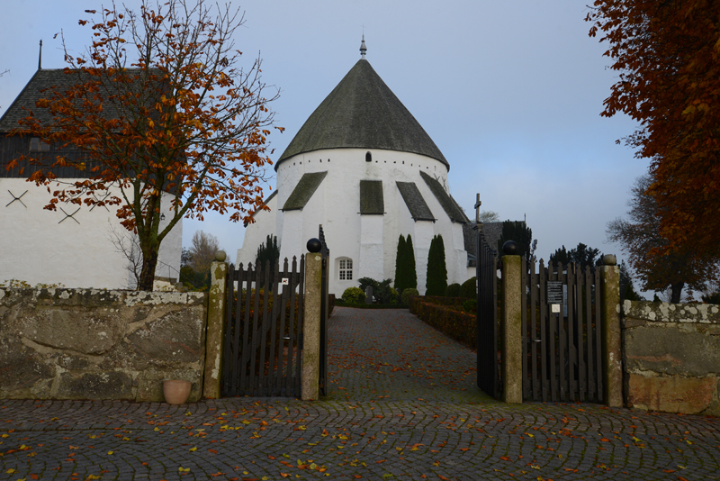 Eine der vier Rundkirchen der Insel.
