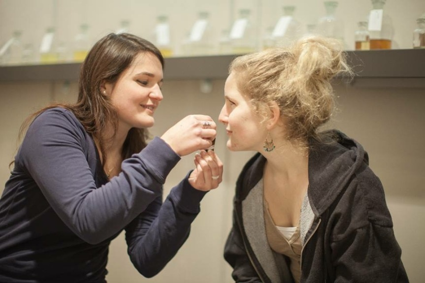 In Brigitte Witschis Workshops lernen Teilnehmer, ihren eigenen Duft zu kreieren.