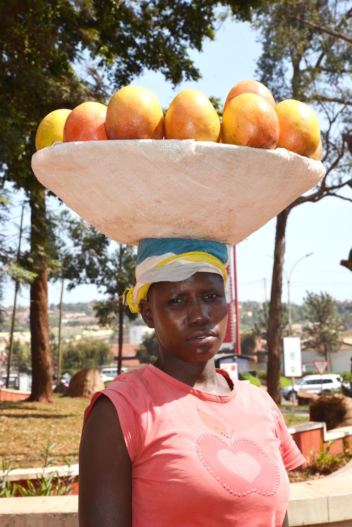 3 Mangoverkäuferin